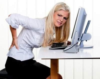Врачи объяснили, почему возникает боль в спине